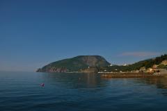 Вид с пляжа базы отдыха в пос. Утес (Алушта)