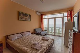 Оранжевая комната в отеле